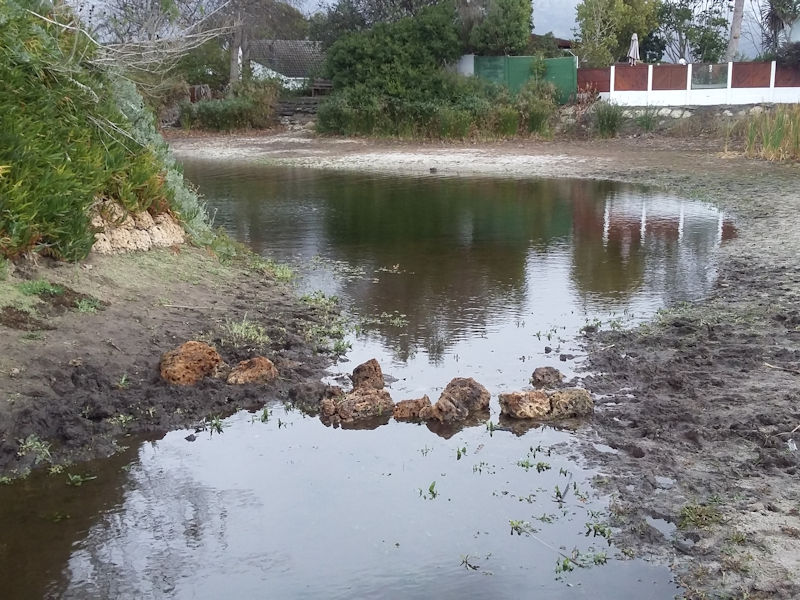 Die Oog dam low water in Cape Town drought